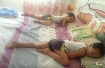 这是双胞胎么?睡资也是一样的?